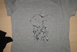 ए 2 टी-शर्ट प्रिंटर WER-D4880T द्वारा ग्रे टी-शर्ट मुद्रण नमूना
